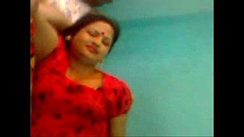 chudi sosur choda boumar bangla Girl kiss with female