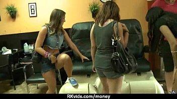 girl sucking cock orgasms while Mujer cacha por dinero