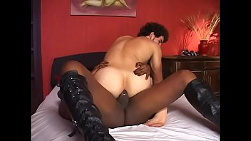 sucks brunette black tranny shemale cute cock5 Morena nalgona montando