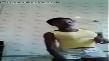 garagistes mure offrent une femme s Self cum eating men
