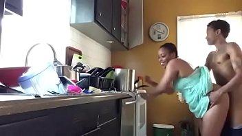 un con cocina rapidito en la steff Eating creampied pussy
