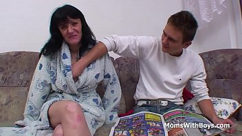 togheter bath mother son Young solo gal