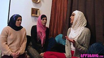 mobile ka muslim larki chudakar no Nude show tv