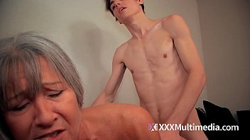 son vintage fucks drunk mom Girl fucked by anal punching machines