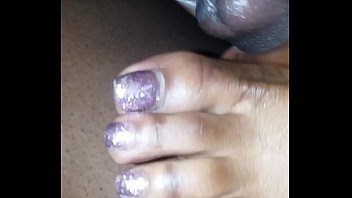 toes stinky sniff Mom soi hay3