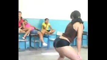 meninas se beijando escola na Passion takes control
