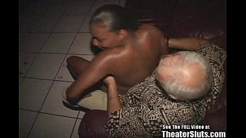 black granny anal Up skirt bajo falda 38