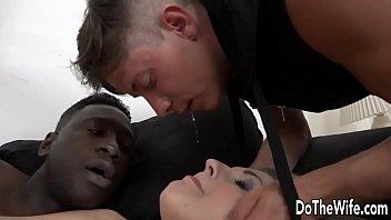raped front in woman husband of Foda de elite cena 4